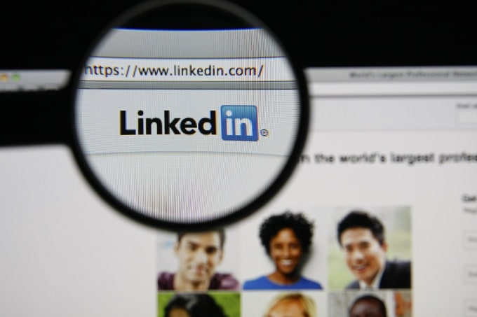 8_What information should you share on Linkedin